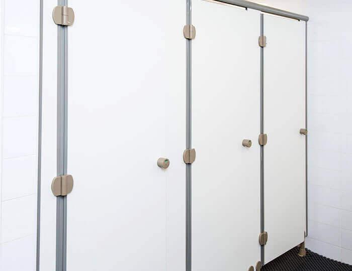 אניס בייסיק | תאי שירותים מעוצבים